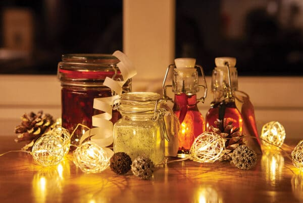 Matspalte julen 2020. Chiliolje, krydret tyttebærolje og urtesalt. Foto: Annette Bjørndalen Søreide